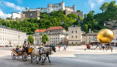 Kapitelplatz with a view of the fortress | © Tourismus Salzburg, photo: Breitegger Günther